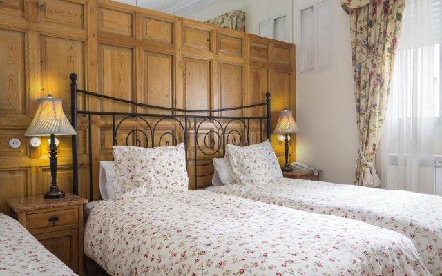 Отель Hostal Adria Santa Ana Мадрид комната для гостей