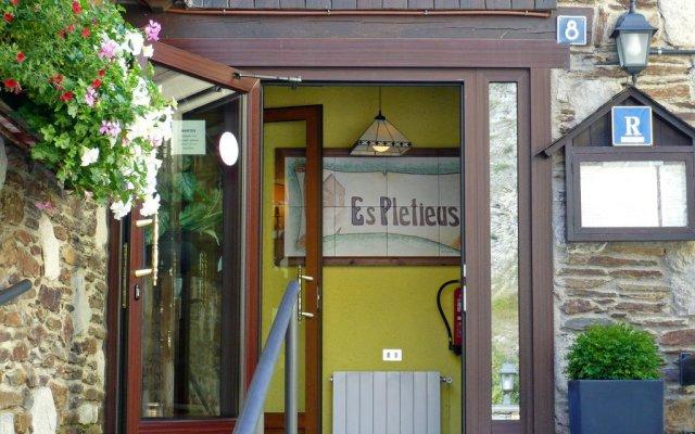 Отель Es Pletieus вид на фасад