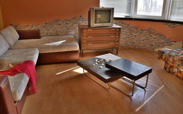 Отель Vacation House Romantic Поморие комната для гостей