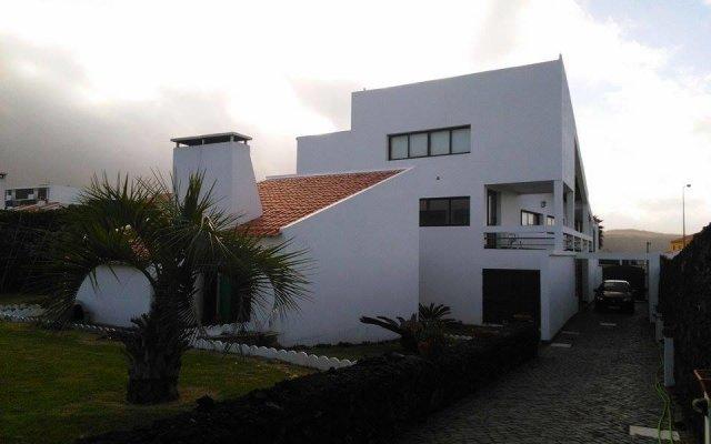 "Отель Surf & Guest Lorena""s House вид на фасад"