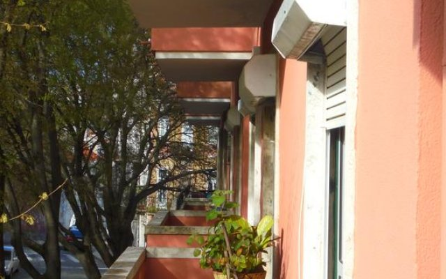 Отель Alfama 3B - Balby's Bed&Breakfast вид на фасад