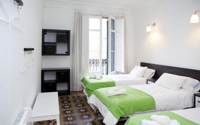 Отель Gran via 476 Барселона комната для гостей