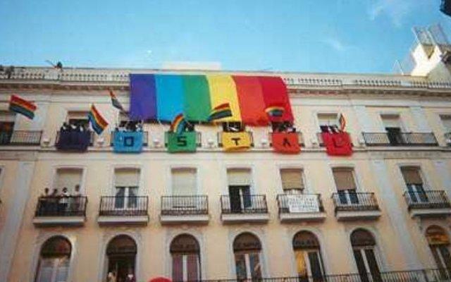 Отель Gay Hostal Puerta del Sol вид на фасад