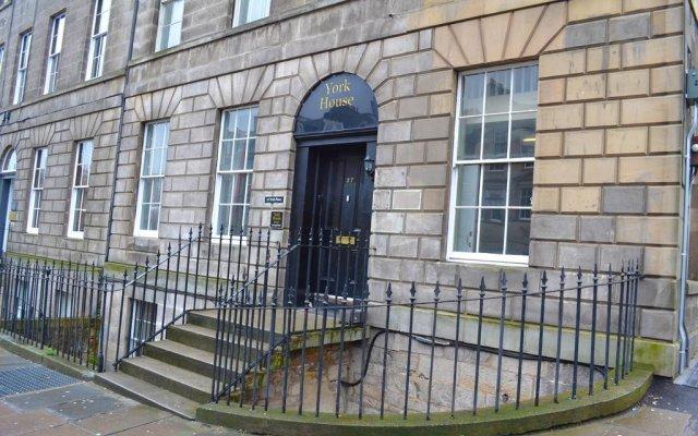 Отель York House B&B Великобритания, Эдинбург - отзывы, цены и фото номеров - забронировать отель York House B&B онлайн вид на фасад