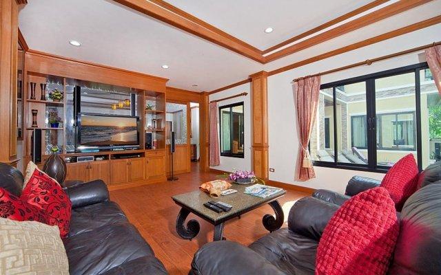 Отель BangTao Tara Villa One комната для гостей