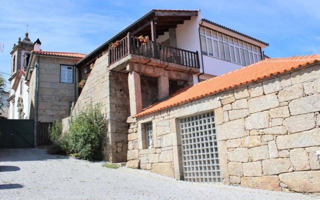 Отель Casa do Adro de Parada вид на фасад