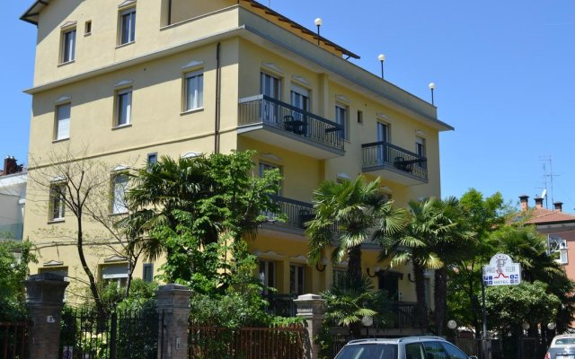 Отель Residenza Parco Fellini Римини вид на фасад