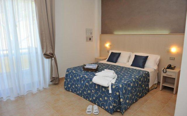 Hotel Mimosa Риччоне комната для гостей