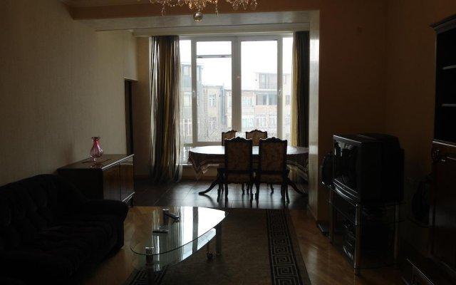 Апартаменты рядом с Каскадом комната для гостей