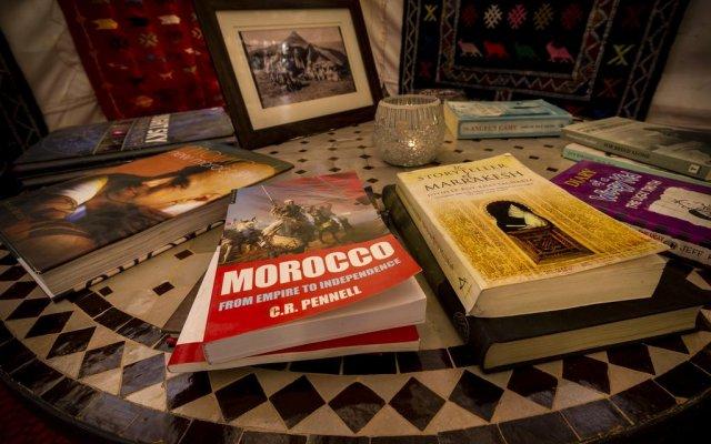 Отель Ali & Sara's Desert Palace Марокко, Мерзуга - отзывы, цены и фото номеров - забронировать отель Ali & Sara's Desert Palace онлайн интерьер отеля