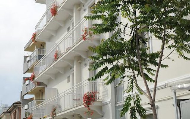Апартаменты Residence 2 Studio & Suites вид на фасад