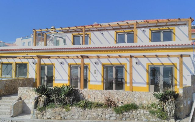 Отель Baleal Beach House вид на фасад