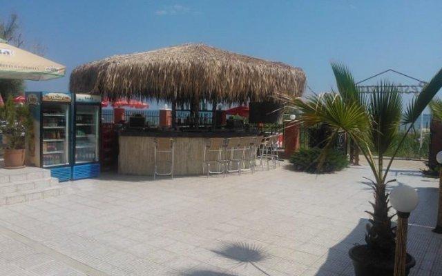 Отель Carina Beach Aparthotel - Free Private Beach Солнечный берег вид на фасад