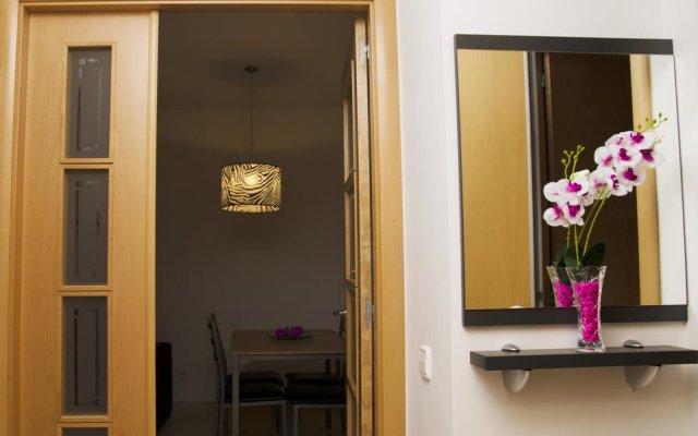 Отель Apartamentos Navas 2 Барселона комната для гостей