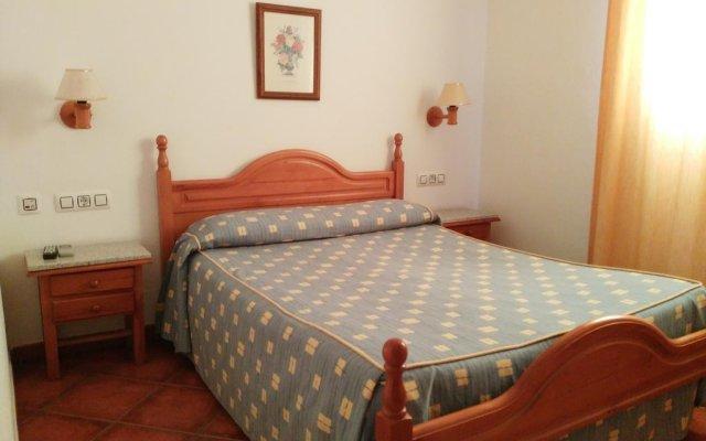 Отель Hostal Los Mellizos Испания, Кониль-де-ла-Фронтера - отзывы, цены и фото номеров - забронировать отель Hostal Los Mellizos онлайн комната для гостей