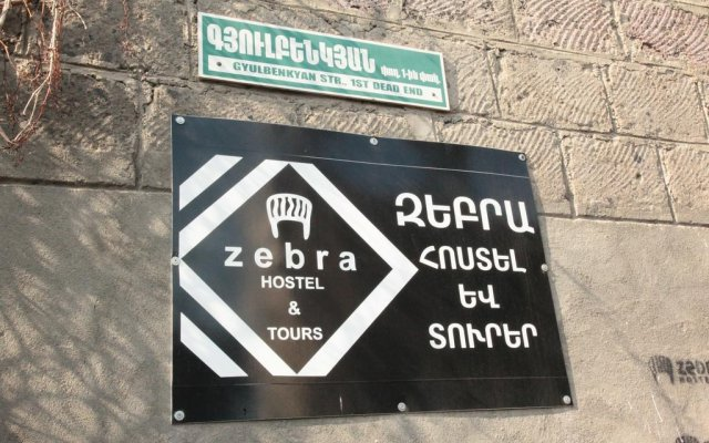 Zebra Hostel & Tours вид на фасад