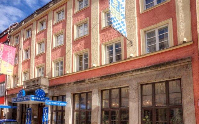 Euro Youth Hotel вид на фасад