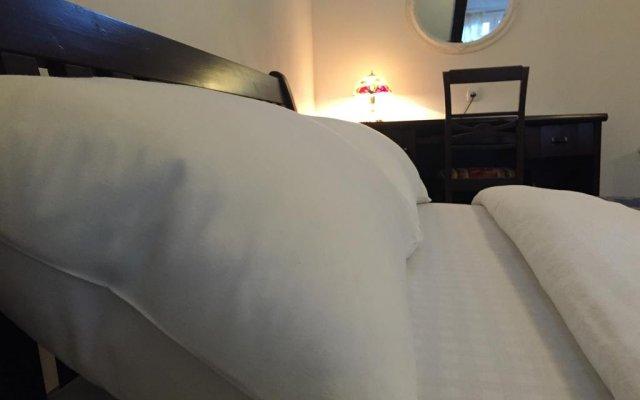 Отель Cozy Mansard in the Heart of Old Riga Латвия, Рига - отзывы, цены и фото номеров - забронировать отель Cozy Mansard in the Heart of Old Riga онлайн комната для гостей
