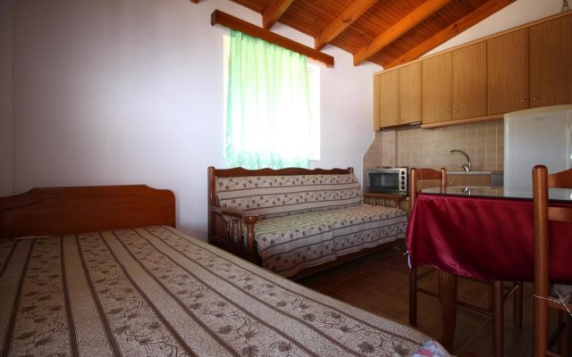 Отель Vila Caushi (Rooms&Apartments) Албания, Ксамил - отзывы, цены и фото номеров - забронировать отель Vila Caushi (Rooms&Apartments) онлайн комната для гостей