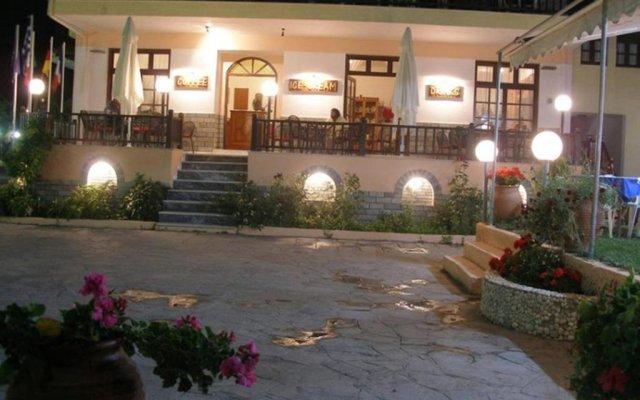 Hotel Alexandros вид на фасад