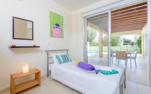 Отель Konnos Beach Villas комната для гостей