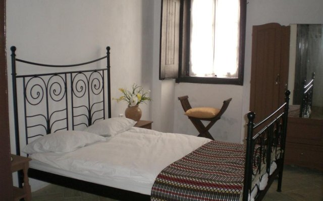 Casa Largo Do PoÇo Guesthouse