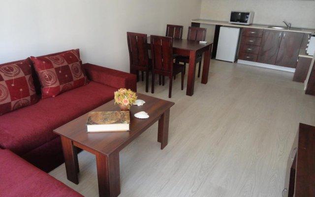 Отель Holiday Apartments in Pomorie Болгария, Поморие - отзывы, цены и фото номеров - забронировать отель Holiday Apartments in Pomorie онлайн комната для гостей