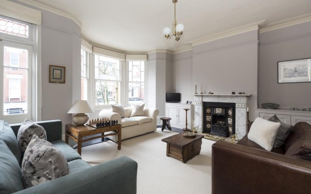 Отель onefinestay - Highbury private homes комната для гостей