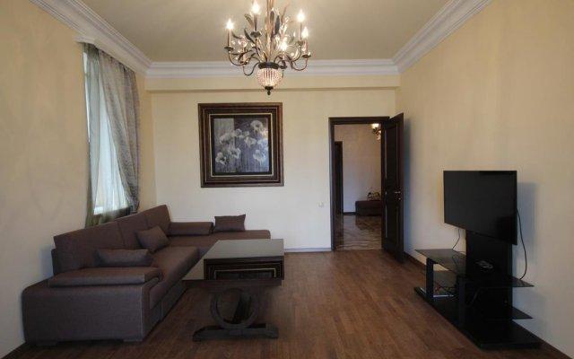 Апартаменты Luxe Apartment at North Avenue Ереван комната для гостей