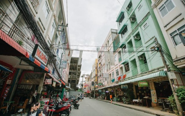 Отель Magnific Guesthouse Patong вид на фасад