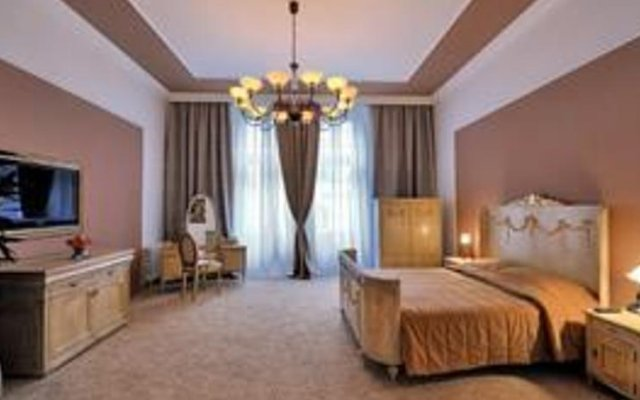 Rezime Crown Hotel комната для гостей