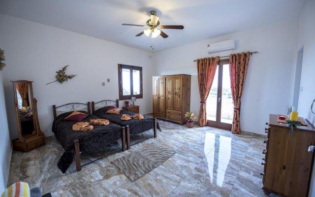 Отель South Olives комната для гостей