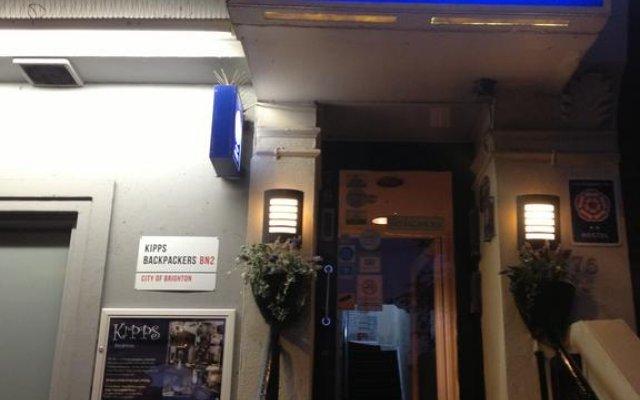 Kipps Brighton Hostel вид на фасад