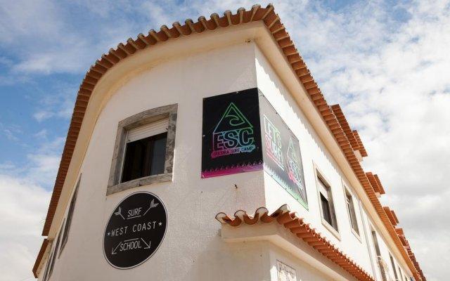 Отель Ericeira Surf Camp вид на фасад