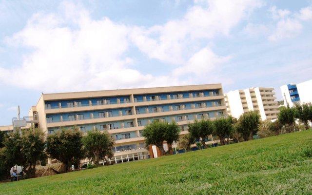 Отель Blue Sea Beach Resort - All Inclusive вид на фасад
