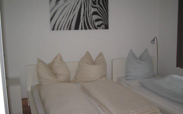 Апартаменты Friends Apartments Дюссельдорф комната для гостей