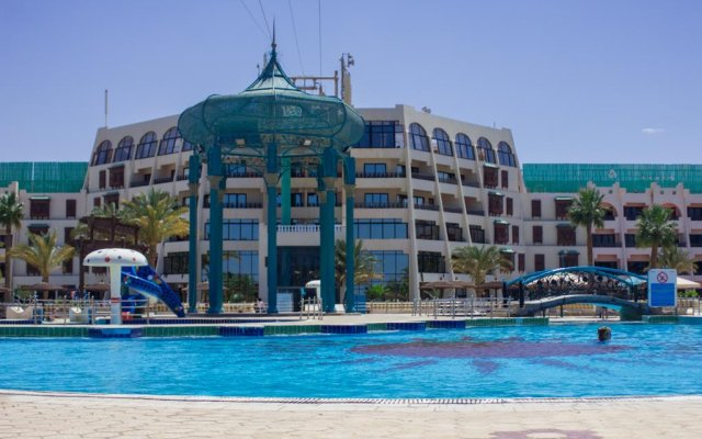 Golden 5 Topaz Club Suites Hotel бассейн