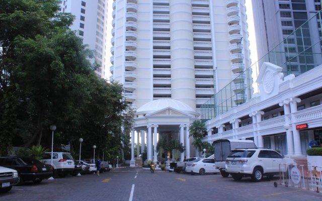 Отель Sky Beach Condominium парковка