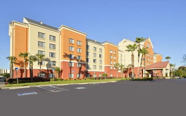 Отель Comfort Inn & Suites near Universal Orlando Resort вид на фасад