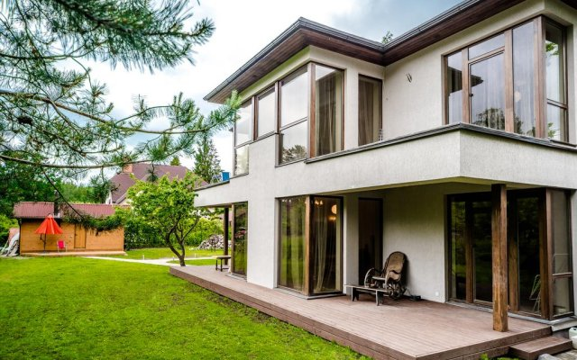 Отель Holiday Home Jūrmala вид на фасад