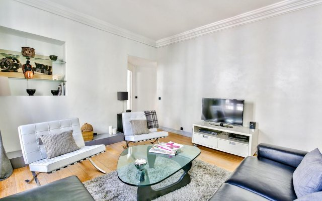 Отель Luxury and Spacious Appartment in Saint Michel комната для гостей