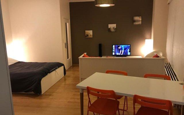 Отель Brussels Roi Baudouin Apartment Бельгия, Брюссель - отзывы, цены и фото номеров - забронировать отель Brussels Roi Baudouin Apartment онлайн комната для гостей