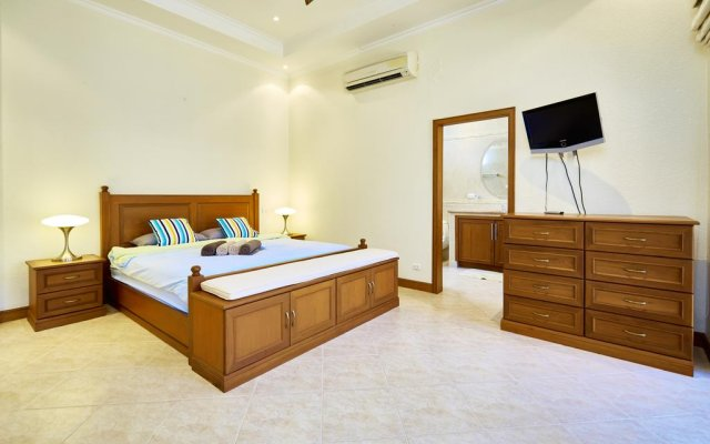 Отель Golden Villa by MyPattayaStay комната для гостей