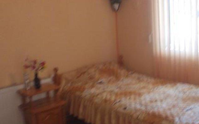 Отель Edelvays House Чепеларе комната для гостей