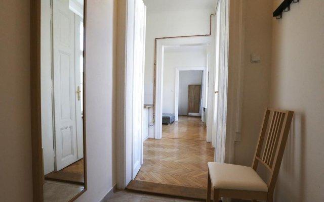Апартаменты Greg Apartments Kampa Prague Прага комната для гостей