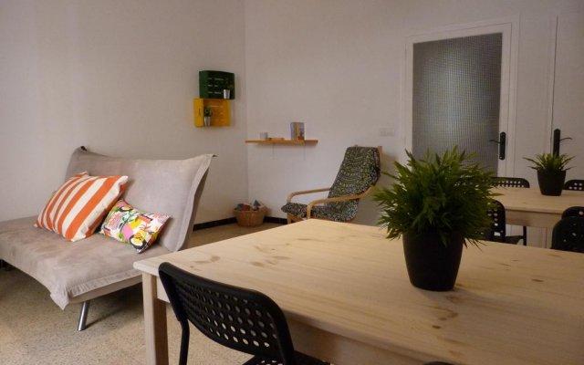 Hostel Figueres комната для гостей