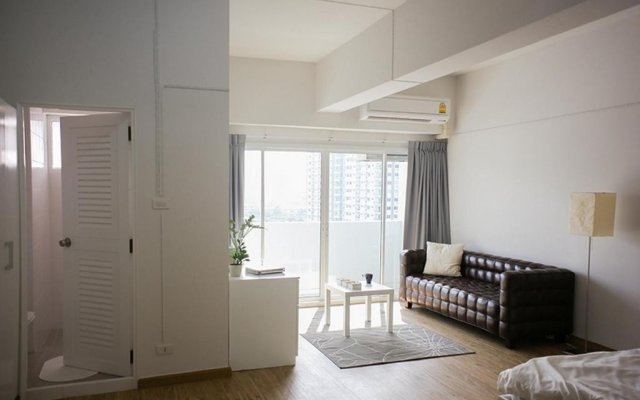 Апартаменты New Apg Apartments Бангкок комната для гостей