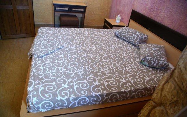 Отель Tsirani ApartHotel Ереван комната для гостей