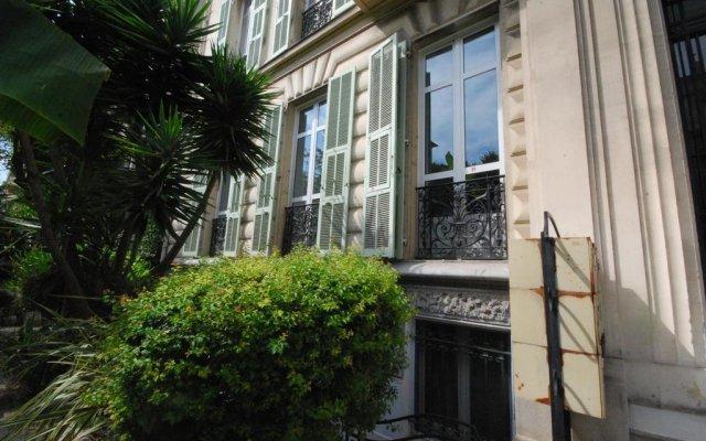 Отель Views Of The Tropical Garden вид на фасад