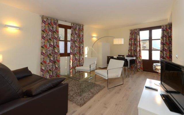 Отель Apartamentos El Palacete de Ainsa комната для гостей
